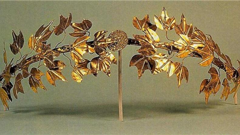 Дворец Потоцких во Львове выставил античное золото