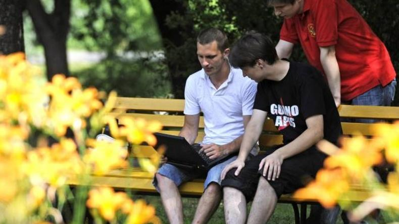 В парке Шевченко и на пл.Толстого теперь бесплатный Wi-Fi