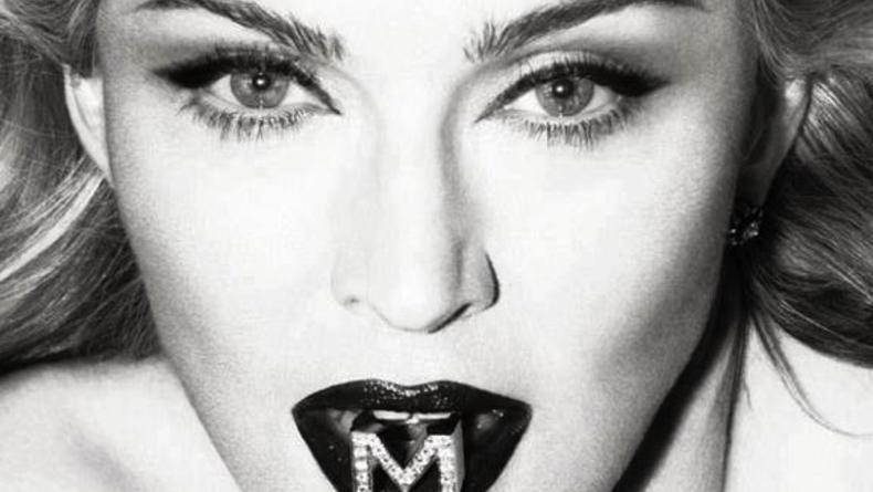 Мадонна снялась топлес для рекламы нового аромата (ФОТО)
