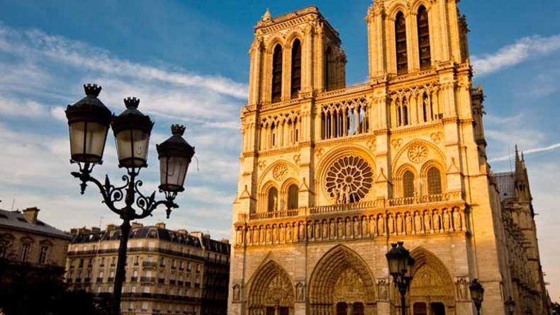 850 лет исполнилось Собору парижской Богоматери (ВИДЕО)
