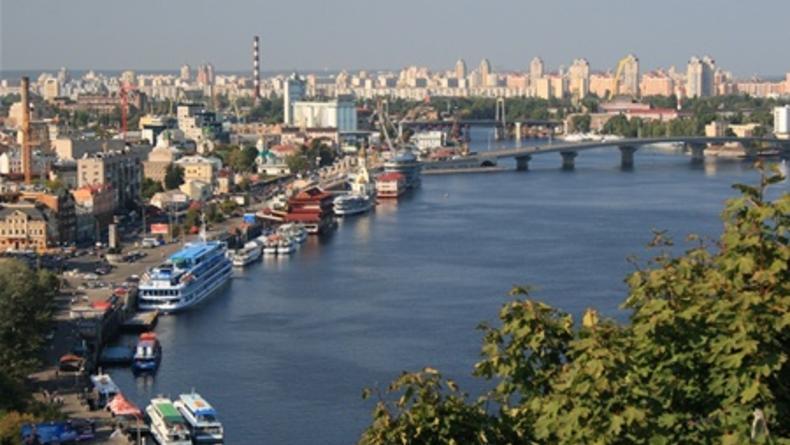 В Киеве перекрывают движение на Набережном шоссе