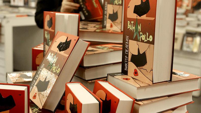 Вышел в свет новый роман Пелевина Бэтмен Аполло