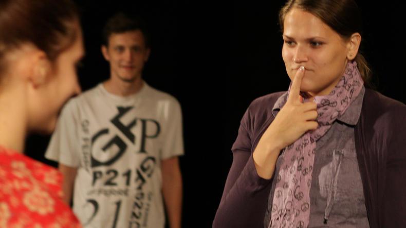 Долги, безумие и сострадание в новом спектакле в Молодом