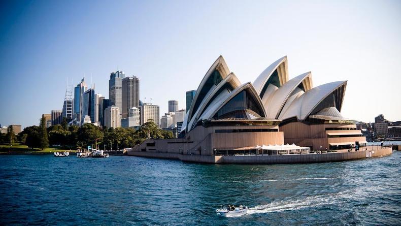 Сиднейский оперный театр продает черепицу