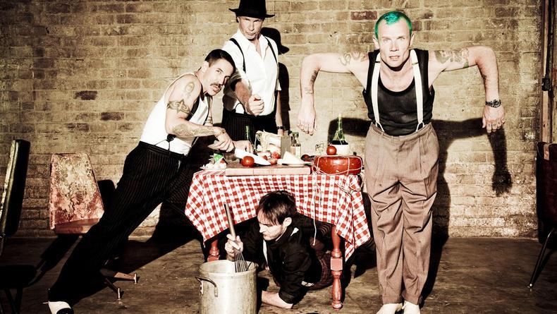 Red Hot Chili Peppers записывают альбом с суперзвездой