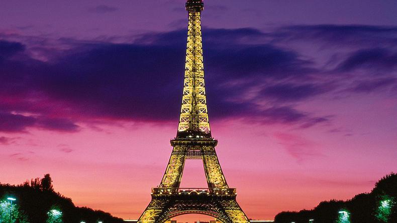 Эйфелеву башню отреставрируют
