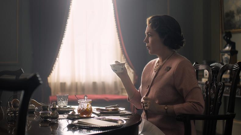 Первый взгляд: как выглядит королева Елизавета II в третьем сезоне сериала Корона