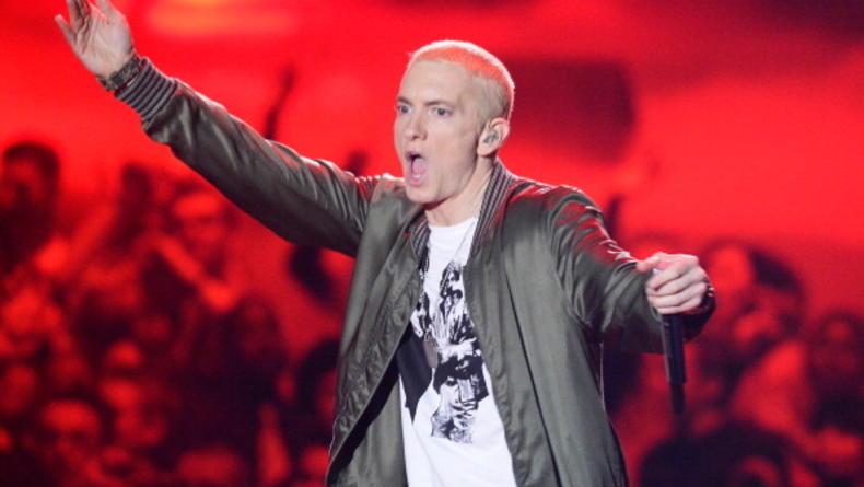 Eminem жестко ответил на критику в новом клипе