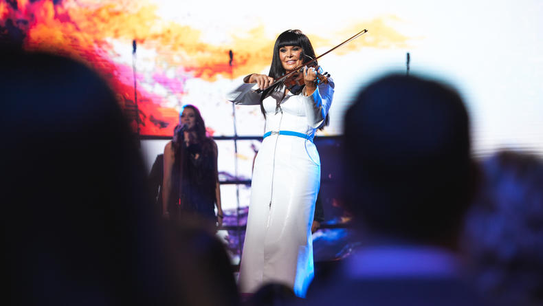 В Киеве состоялся концерт TV-съемка нового шоу Ассии Ахат для Национального телевидения США