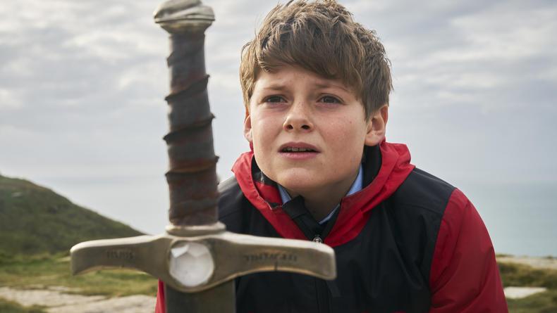 Кинопремьеры недели: Молодой король Артур, ужасы и любовь