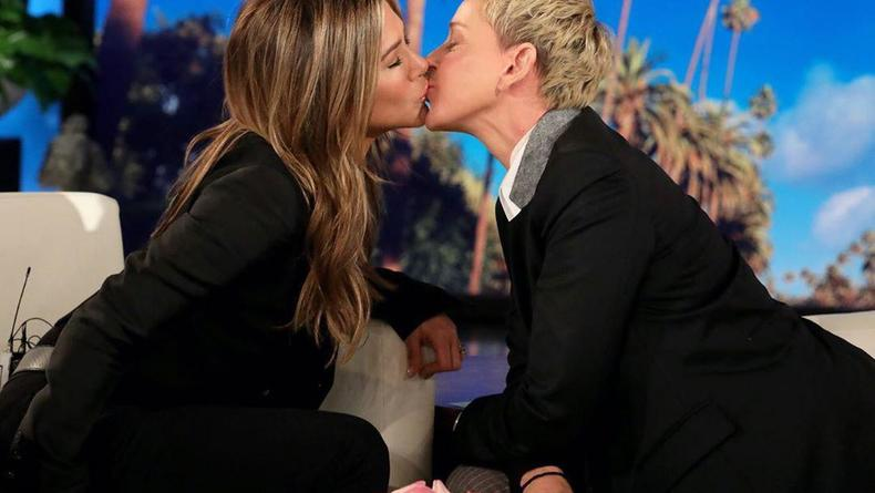 """""""В первый раз"""": Дженнифер Энистон шокировала фанатов поцелуем с женщиной"""