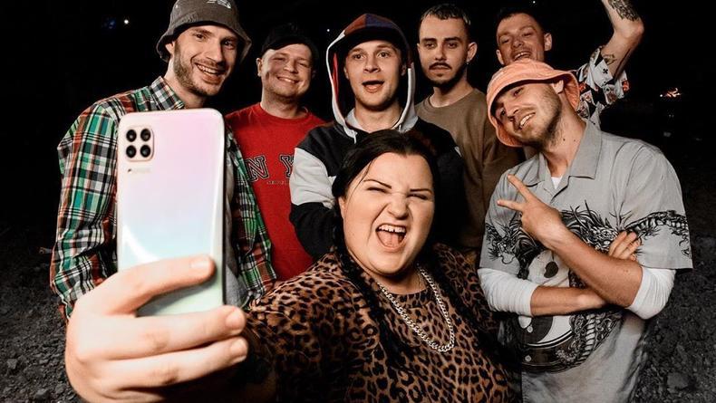 Поминки рэпа: Alyona Alyona и другие украинские артисты раскачали YouTube мощным клипом
