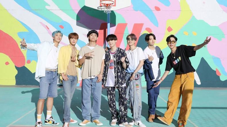 Корейская группа BTS заняла первое место в чарте Billboard