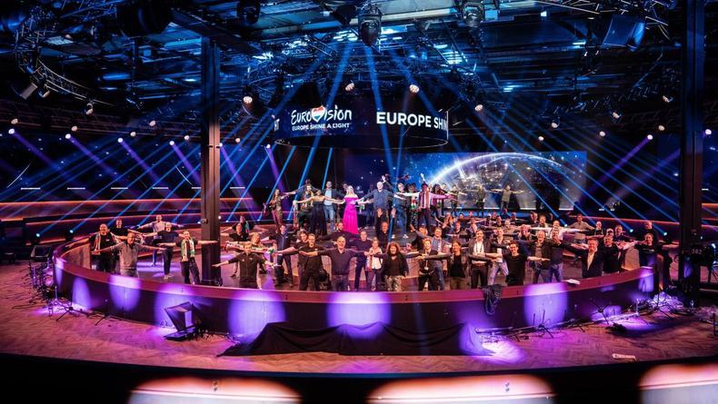 """На """"Евровидении-2021"""" не поменялись сцена, ведущие и логотип"""