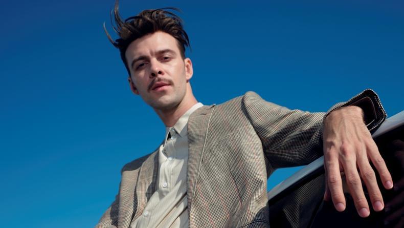 Макс Барских овладевает ремеслом дизайнера одежды