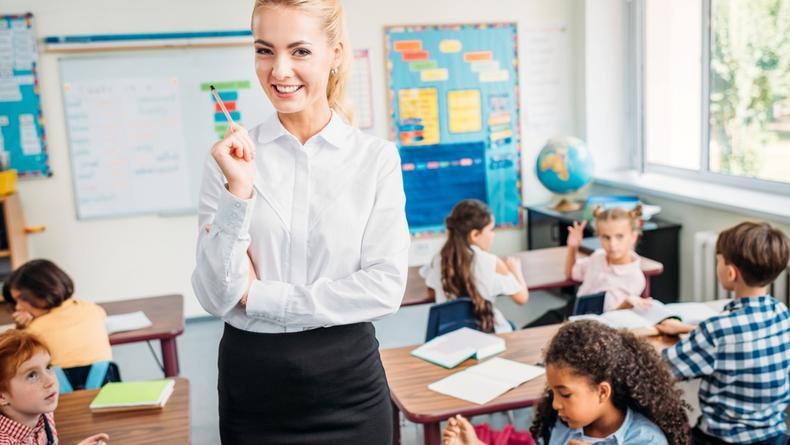 Бюджетные подарки на день учителя: 20 небанальных идей