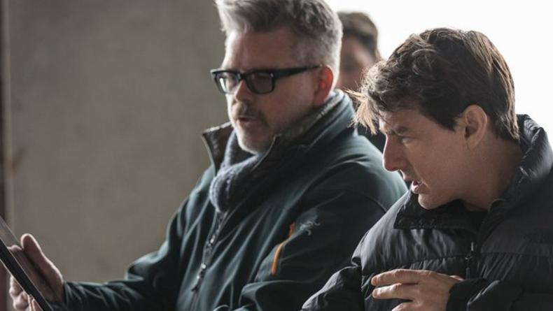 В маске и наручниках: Том Круз засветился на съемках свежего кино
