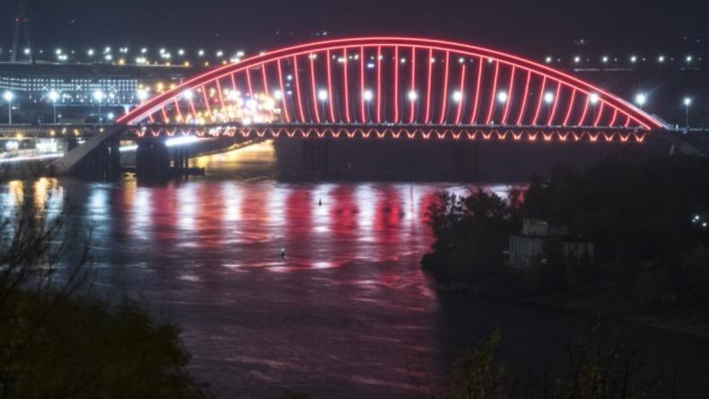 Подольско-Воскресенский мост в Киеве получил дополнительную подсветку