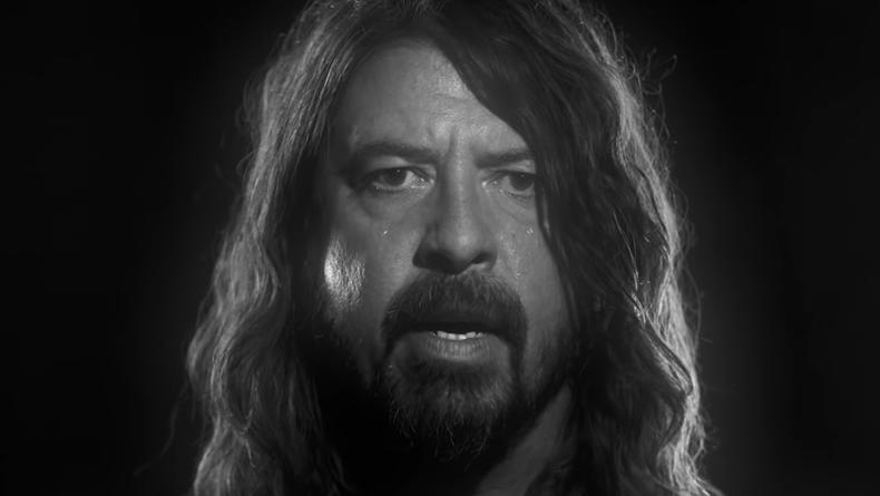 "Группа Foo Fighters представила клип на песню ""Shame Shame"""