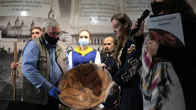 В Киеве показывают 6000-летный смайл