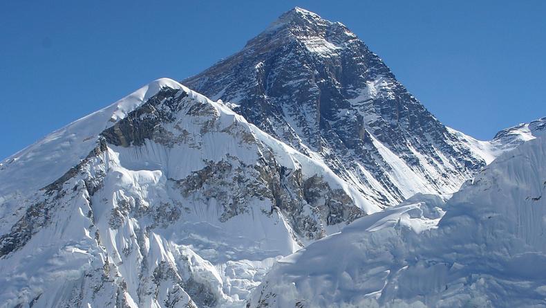 Эверест официально стал почти на метр выше