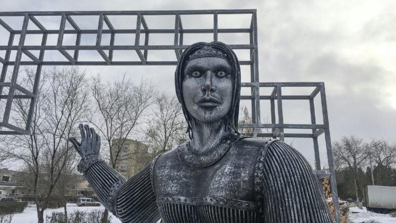 Со сносом памятника Аленке в Нововоронеже решили не мешкать