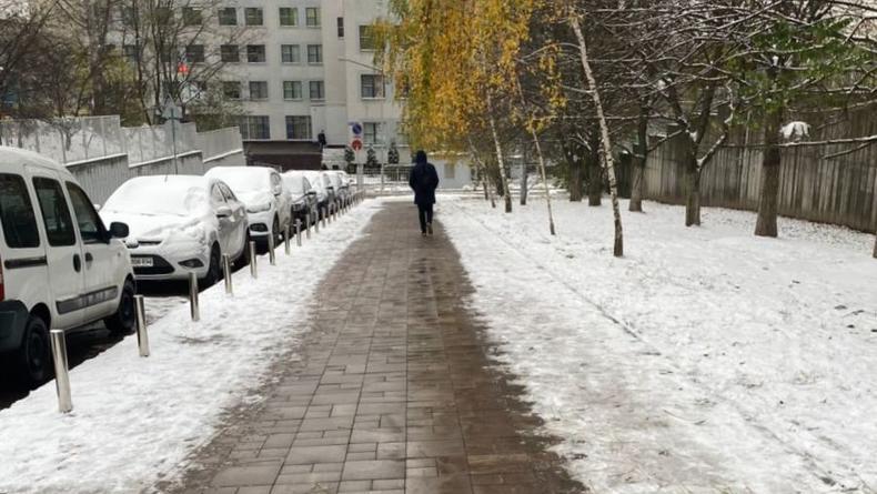 """Несколько улиц в Киеве обзавелись """"теплыми"""" тротуарами"""