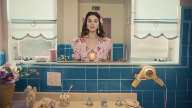 Селена Гомес примерила на себе в клипе Непорочное Сердце Марии