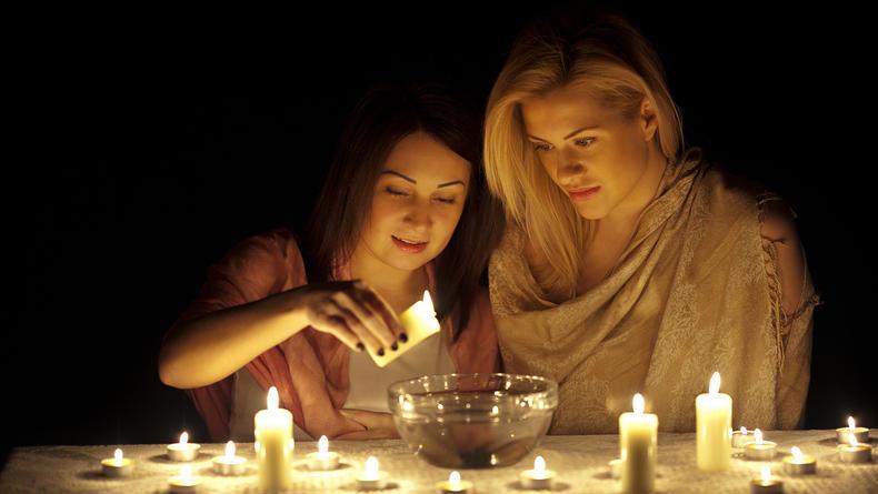 Гадания на Крещение с зеркалом, расческой и свечой: Лучшие способы