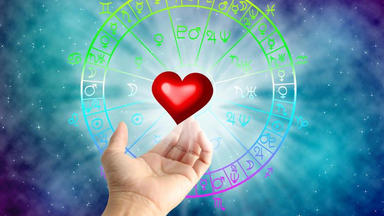 Любовный гороскоп на февраль 2021: Какие знаки окунутся в романтику