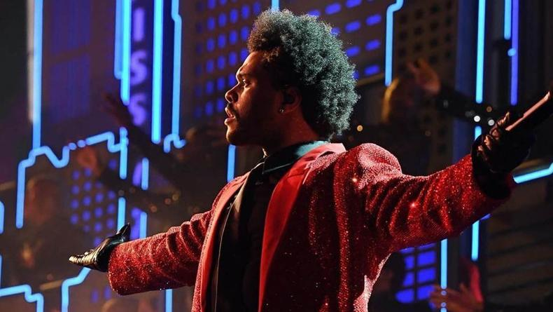 "Выложено видео виступления The Weeknd на ""Супербоуле 2021"""