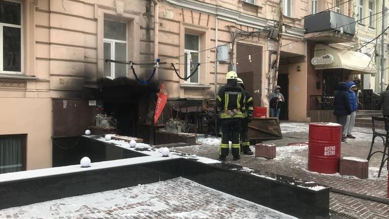 В центре Киева сгорела популярная среди горожан закусочная