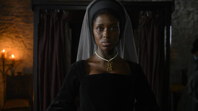 Появился кадр сериала, где королеву Англии играет темнокожая актриса