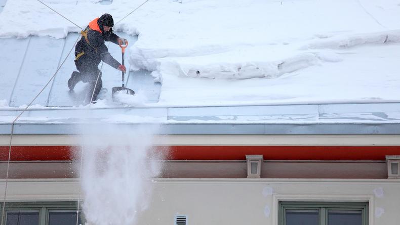 В Киеве внесено свыше 600 предписаний за неубранный снег и сосульки