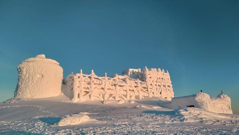 В Карпатах появился сказочный снежный замок