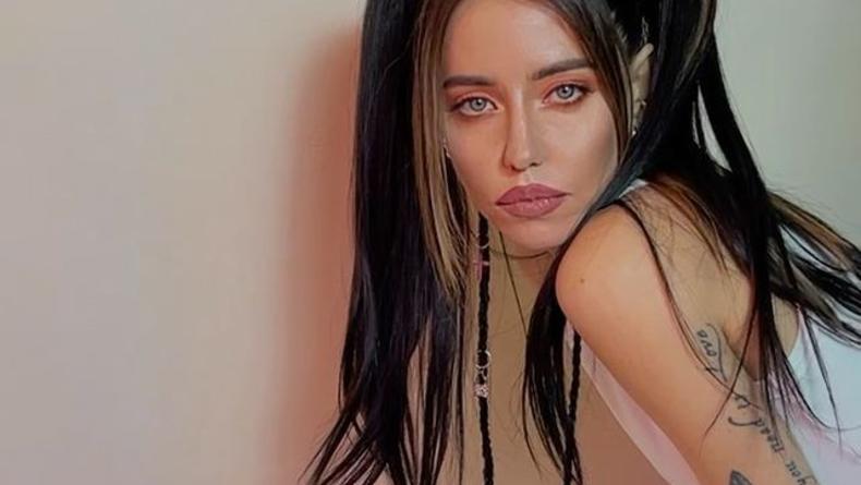 Dorofeeva представила песню с нецензурщиной о невзаимной любви