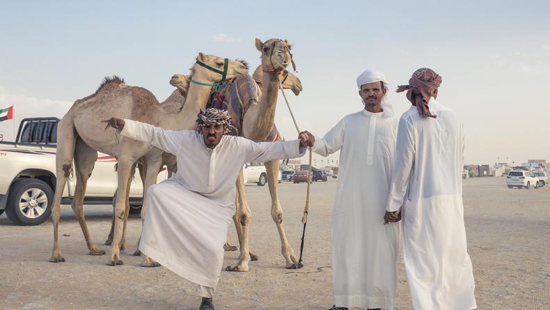 ТОП-10 запретов в ОАЭ: За что турист может угодить там за решетку