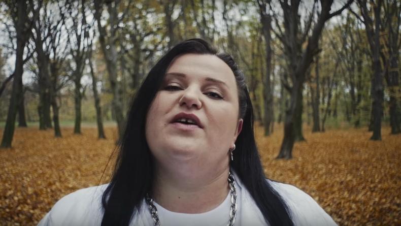 Alyona alyona представила новую голую пародию: Теперь – с Майли Сайрус