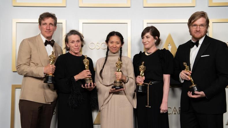 """""""Оскар 2021"""": В каких нарядах пришли на мероприятие звезды"""