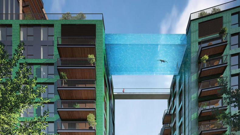 В Лондоне появился прозрачный бассейн-мост между крышами домов