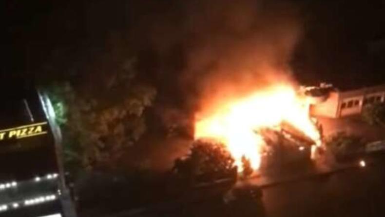 В Киеве на Позняках сгорел ресторан