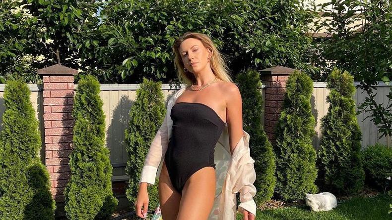 Леся Никитюк выставила дачный снимок в купальнике за 500 грн