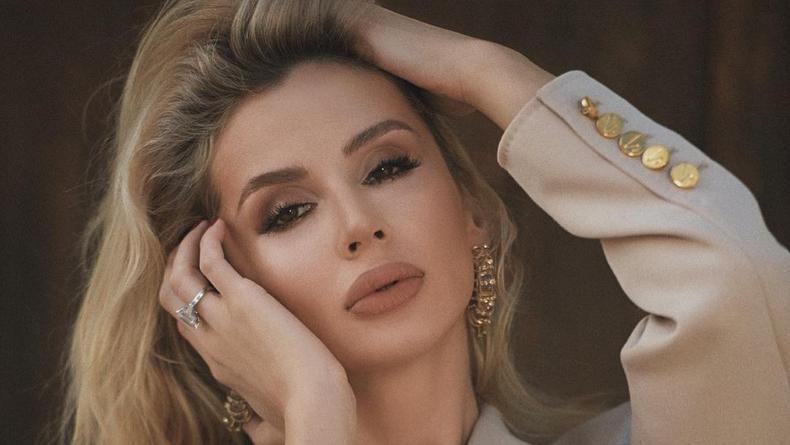 Светлана Лобода покорила публику жарким фото в жакете на голую грудь