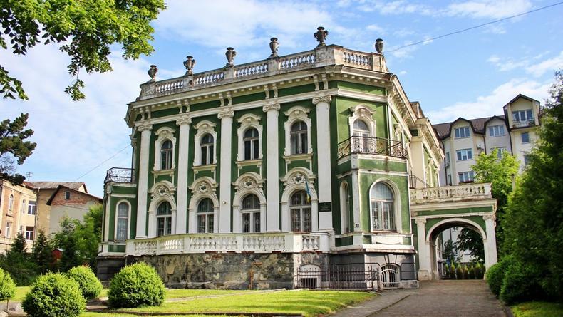 """""""Большая реставрация"""": В ВР решили выделить миллиард на замки и музеи"""