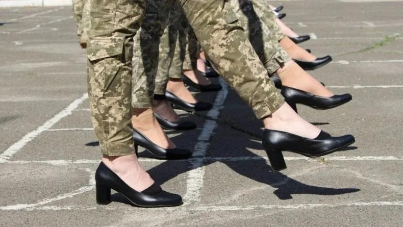 Парад ко Дню Независимости Украины: В сети возмущены обувью курсанток