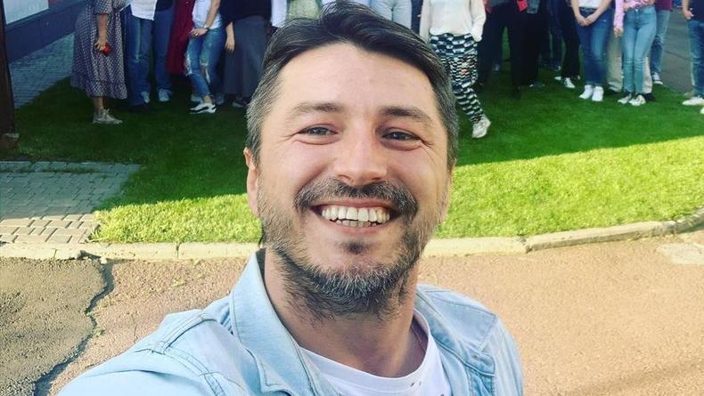 Прививки от коронавируса: Сергей Притула показал укол и пошутил