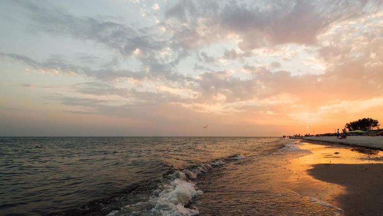 Сколько стоит отдых в Лазурном – обзор мест и цен