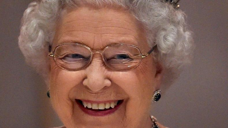 Елизавета ІІ в свои 95 все так же садится за руль