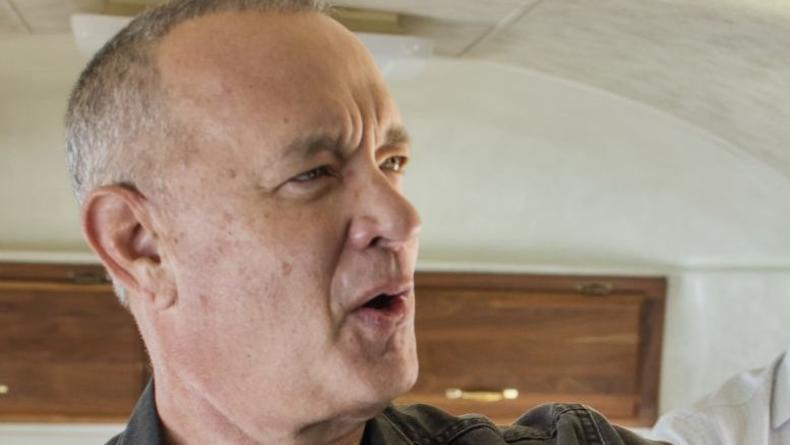 Том Хэнкс продает свой дом на колесах с камином - фото