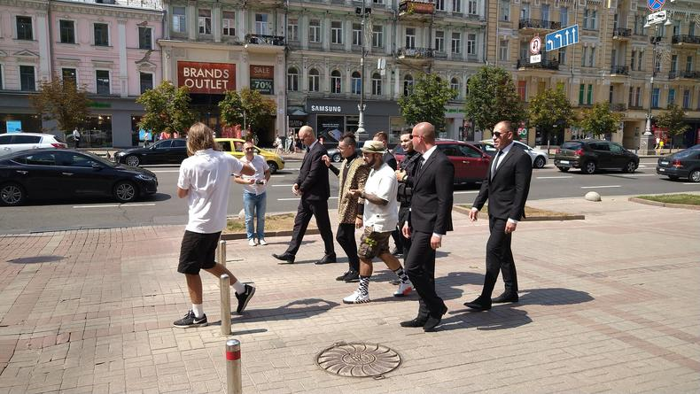 "В Киеве на Крещатике прогулялся ""Моргенштерн"""
